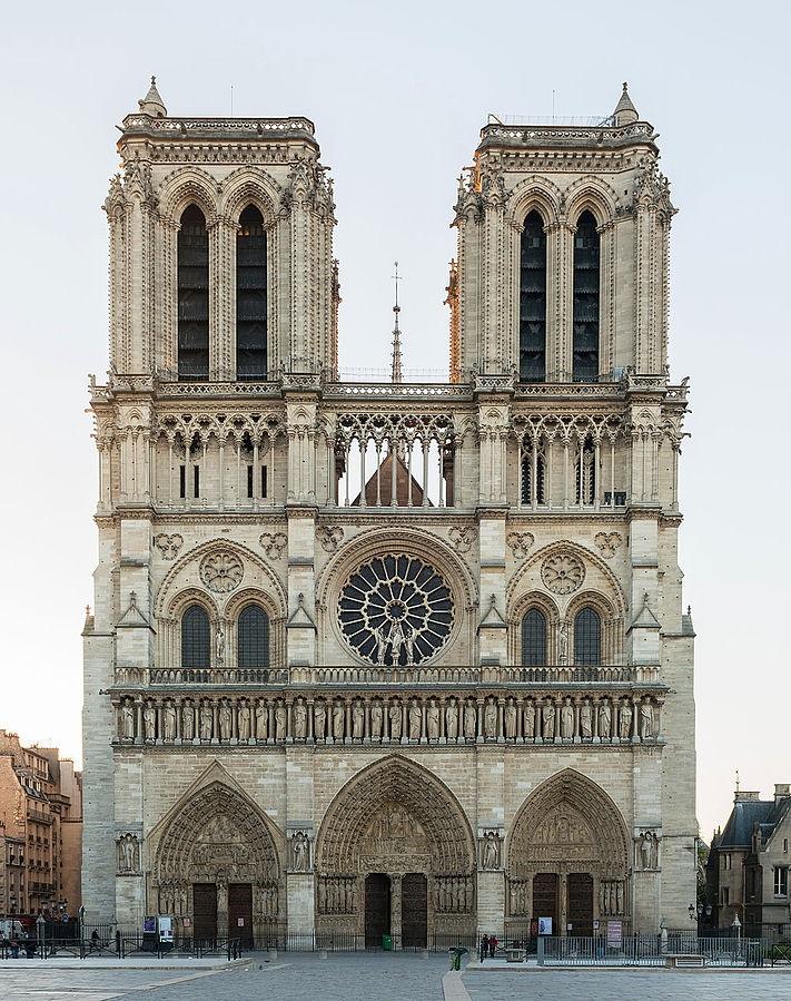 Unsere Liebe Frau von Paris brennt lichterloh!